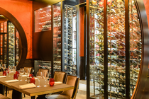 Une Wine Room sur-mesure au Buddha Bar Hotel Paris